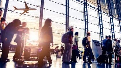 Mejoras en seguridad, tecnología e infraestructura hacen que el avión sea el medio de transporte más seguro (iStock)