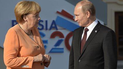 Una conversación entre el Presidente, Vladimir Putin, y la Canciller alemana, Angela Merkel, impulsa una revisión exhaustiva de la vacuna rusa. Después de una luz verde, Berlín y Moscú podrán discutir una coproducción del suero Sputnik V.