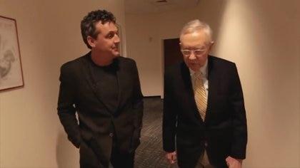 El ex senador norteamericano Harry Reid es uno de los protagonistas que da su testimonio en el documental (The Phenomenon - Teaser)