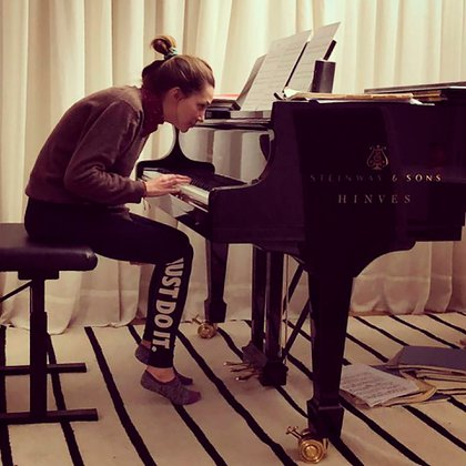 Por Rhodes, Micaela Breque empezó a tocar el piano (Foto: Instagram)