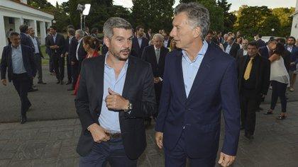 Peña y Macri juegan en tándem para ganar las elecciones presidenciales en la primera vuelta