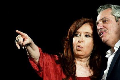 Alberto Fernández y Cristina Kirchner son considerados casi enemigos por Jair Bolsonaro (Photo by RONALDO SCHEMIDT / AFP)
