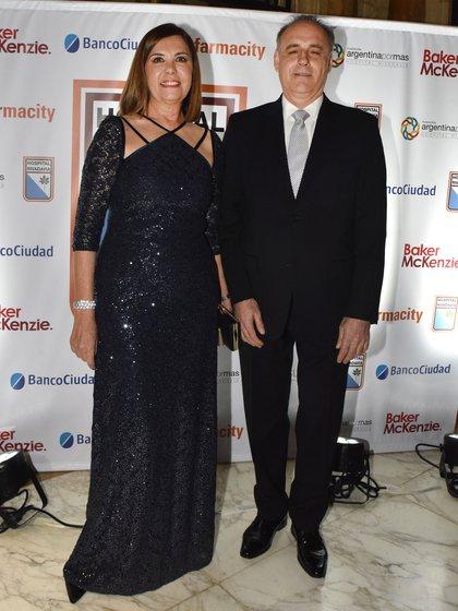 La gerente de programación de América, Liliana Parodi, y su marido Ulises Novoa