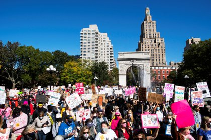 Mujeres participan de la Marcha de las Mujeres, en la plaza de Washington, en Manhattan, Nueva York. REUTERS/Eduardo Munoz