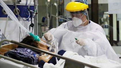 Siguen subiendo los contagios de covid-19 en Colombia: se registran 16.490 casos nuevos este 6 de mayo