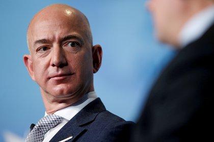 """""""Lo que buscamos es un texto bien estructurado y narrativo, y no solo un texto"""", explicó Jeff Bezos a su equipo directivo. """"La estructura narrativa de un buen memo obliga a pensar mejor"""" (Reuters/ Joshua Roberts)"""