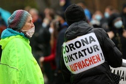 La policía ha debido actual en la última protesta del 3 de abril en Alemania -  REUTERS/Kai Pfaffenbach