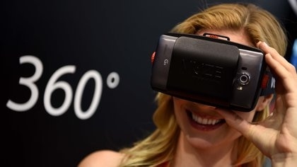 Los anteojos de realidad virtual de 360 grados de Vuze, otras de las novedades de Photokina (AFP)