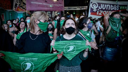 Los militantes verdes esperan en las afueras del Congreso (Foto: Gustavo Gavotti)