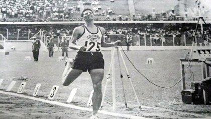 Falleció el atleta colombiano, Álvaro Mejía Flórez. A sus 80 años, el deportista antioqueño ganador de la Maratón de Boston 1971 pereció en la tarde del martes 12 de enero de 2021 en Bogotá / (Twitter: @VBarCaracol).
