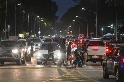 Durante la noche se observa una gran porción del turismo recorriendo el centro
