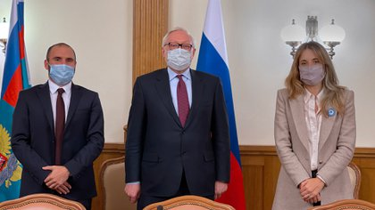 El ministro Guzmán pidió vacunas e inversiones en Rusia