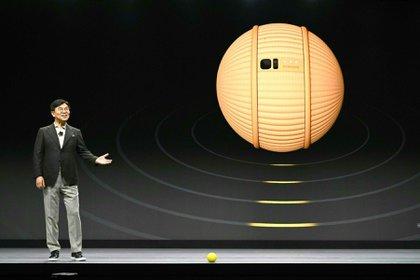 Parece una pelota de tenis, pero es el nuevo asistente personal de Samsung, presentado por la compañía en la feria de electrónica CES de Las Vegas.