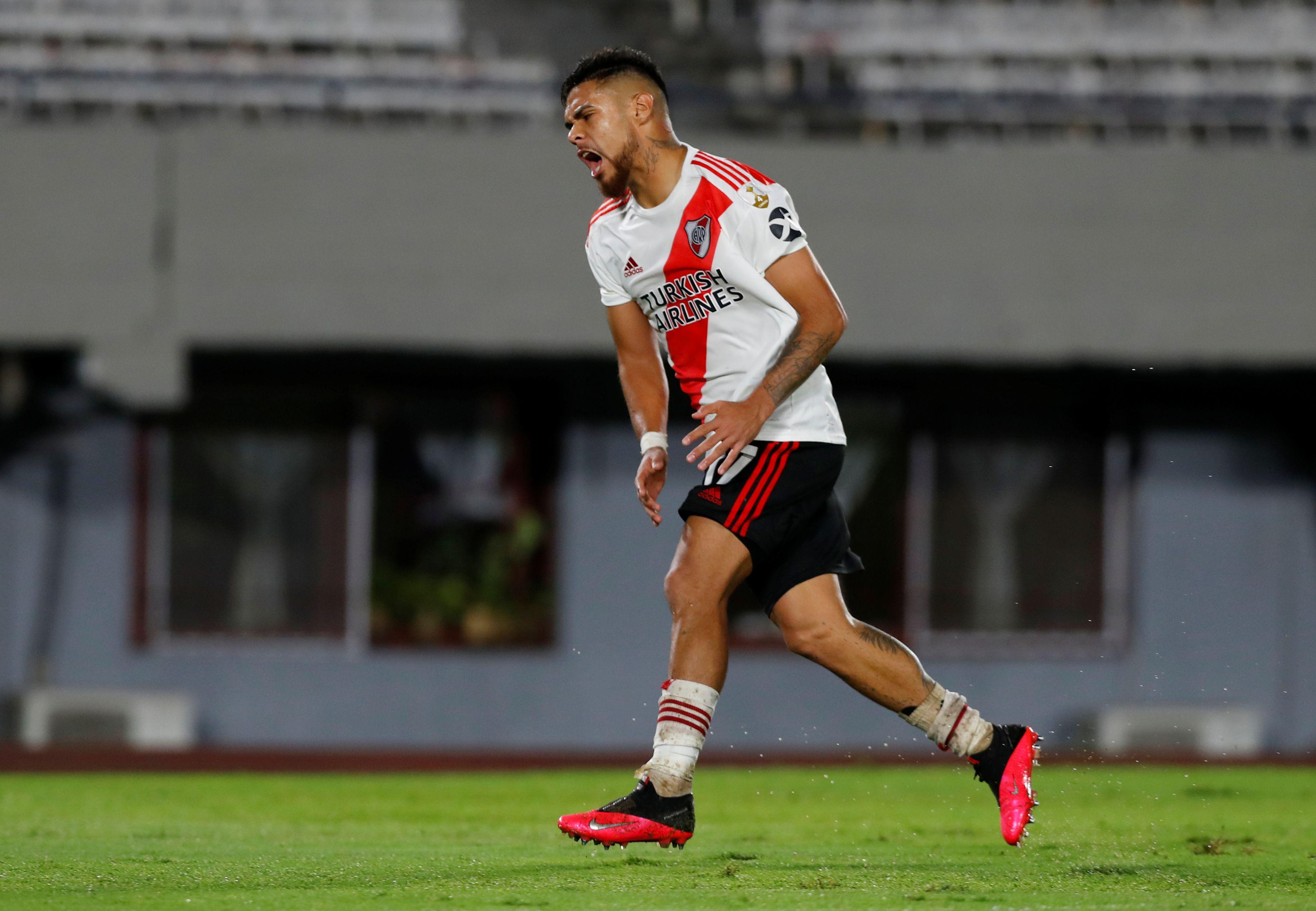 El chileno Paulo Díaz será titular ante el conjunto ecuatoriano (REUTERS/Agustin Marcarian)