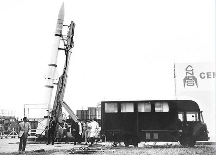 Uno de los cohetes Titus traídos por los técnicos del CNES de Francia