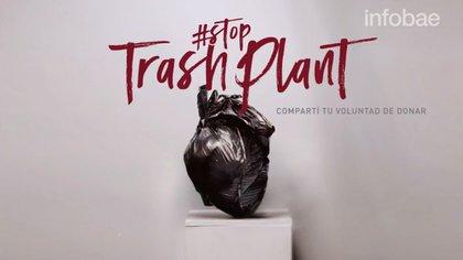 Un corazón hecho con materiales reciclables y a favor de la donación de órganos