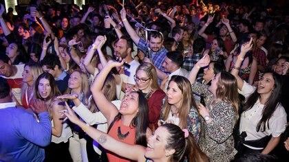 Una multitud cantó y bailó con los distintos shows que duraron hasta la madrugada
