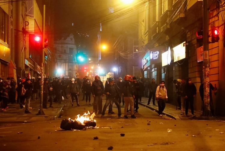Violentos incidentes se registraron a varias ciudades del país (Reuters)