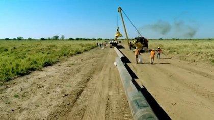 Ya se recuperaron 260 caños, que equivalen a 34 kilómetros de la obra en el Gasoducto del NEA (captura eltrece)