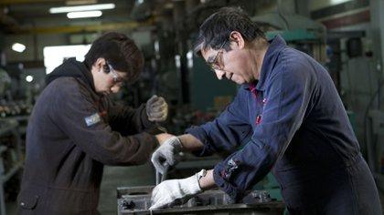 La actividad industrial cayó por 17 meses consecutivos