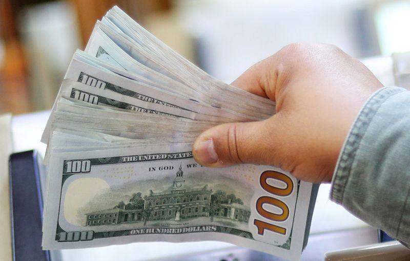 El dólar blue en caída libre: pierde más de 7% en 2021. (Reuters)