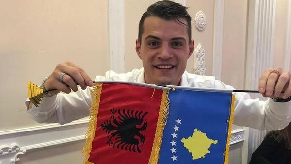 Granit Xhaka siempre reivindica su origen albanés-kosovar en las redes sociales