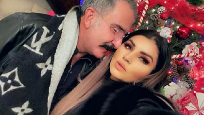 """La misteriosa reaparición de Vicente Fernández Jr. al lado de """"la Kardashian mexicana"""""""