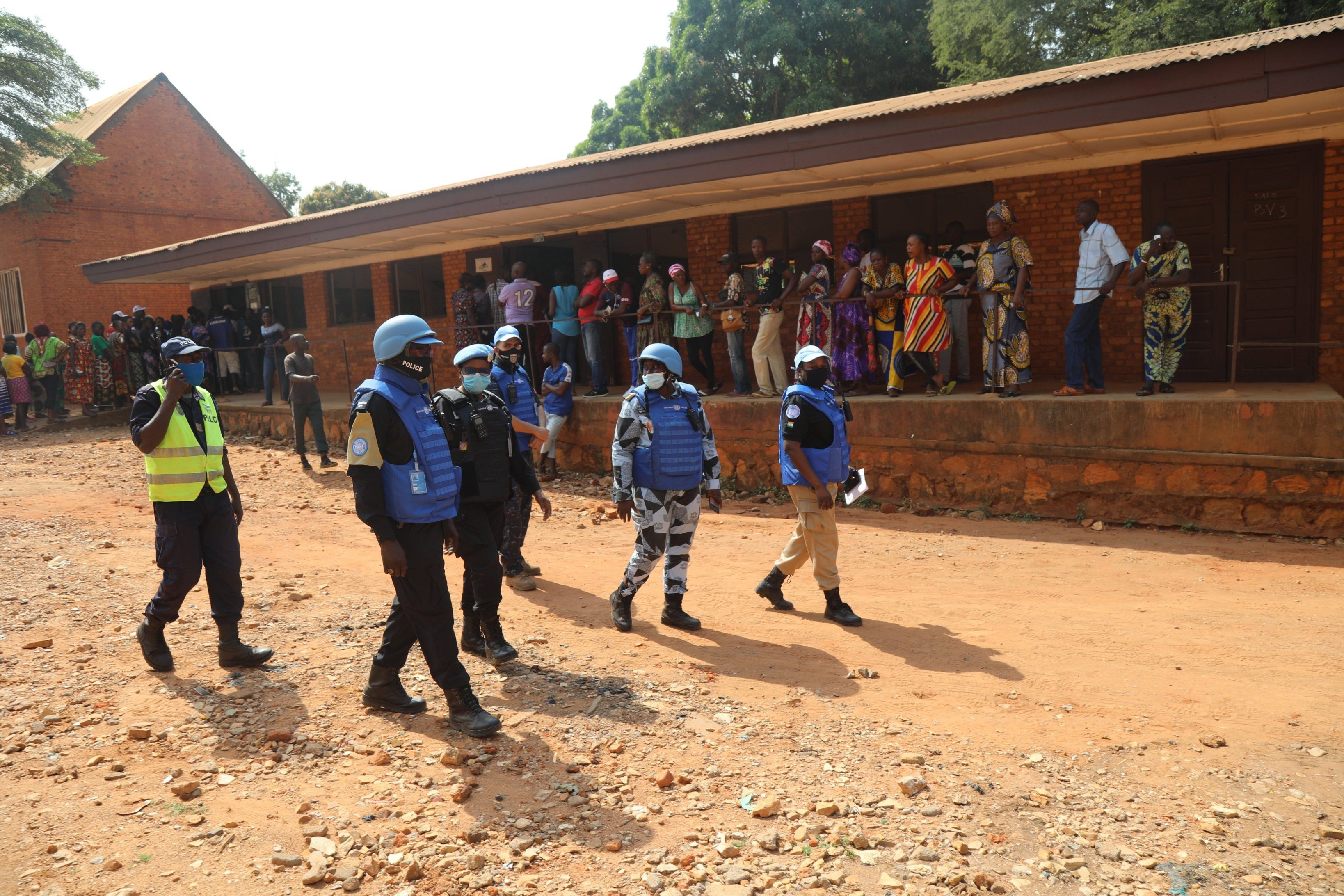 """27/12/2020 AMP.- R.Centroafricana.- El presidente de RCA decreta el estado de emergencia durante 15 días ante la ofensiva rebelde.  La MINUSCA acusa a los rebeldes de """"intentar asfixiar"""" Bangui mientras la OCHA expresa su preocupación y tilda los ataques de """"inaceptables""""  POLITICA AFRICA REPÚBLICA CENTROAFRICANA MINUSCA"""