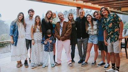 Valentina Ferrer en su cumpleaños junto a su novio, J Balvin, y su familia (Foto: Instagram)