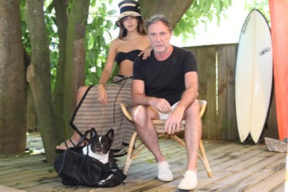 Calu Rivero y Oskar Metsvaht. El director creativo de Osklen le eligió a la it girl su outfit para recibir el 2019