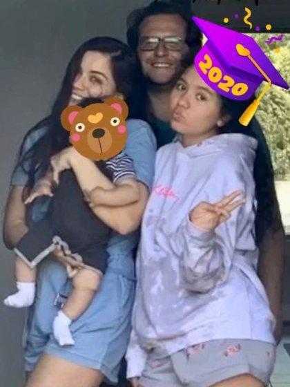 En la imagen de la felicitación del día del padre también aparece la hija  mayor de Carolyn, Natalia (Foto: Instagram @CarolynAdams)
