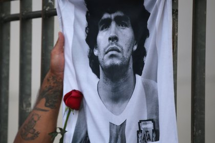 Argentina y el mundo del fútbol lloran la muerte de Diego Maradona (REUTERS/Agustin Marcarian)