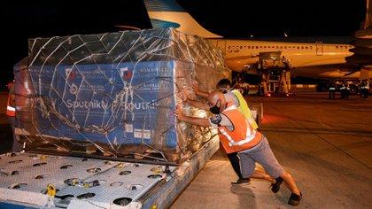La llegada de estas 517.500 dosis de la Sputnik V se produjo tras las gestiones que realizó la asesora presidencial Cecilia Nicolini, quien visitó Moscú hace una semana.