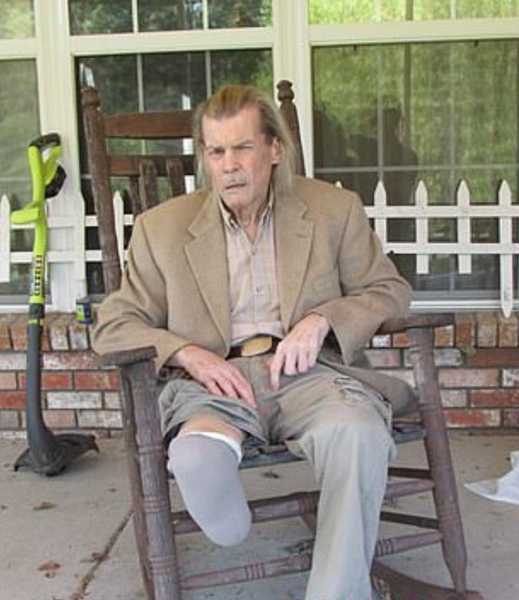 En 2012, Jan-Michael Vincent estuvo al borde de la muerte debido a una infección que requirió la amputación de su pierna derecha (Foto: Splash News)