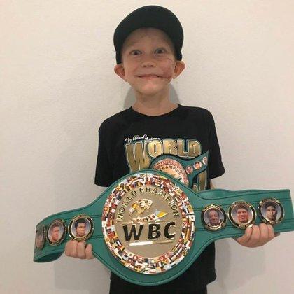 Bridger Walker recibió el cinturón de campeón honorario (Foto: Instagram@wbcboxing)