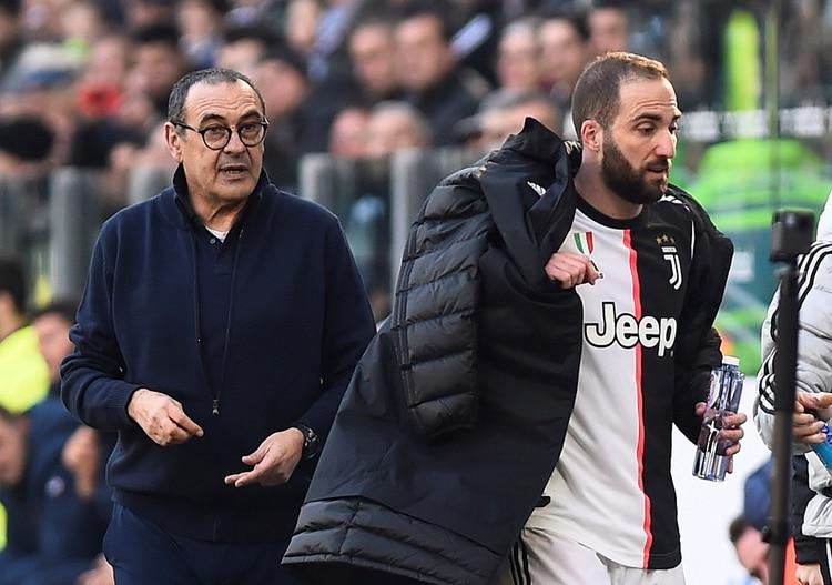 Gonzalo Higuaín alterna la titularidad dentro del plantel de Maurizio Sarri (REUTERS/Massimo Pinca)
