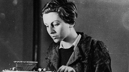 Gerda y Friedmann crearon a Robert Capa, seudónimo de un supuesto fotógrafo estadounidense que en realidad utilizaron para vender su trabajo