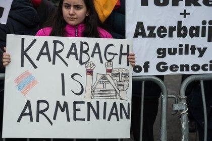 Manifestación de la comunidad armenia en Estados Unidos frente a la sede de Naciones Unidas, en Nueva York, reclamando el fin de las hostilidades entre Armenia y Azerbaiyán sobre la cuestión de Nagorno Karabaj.
