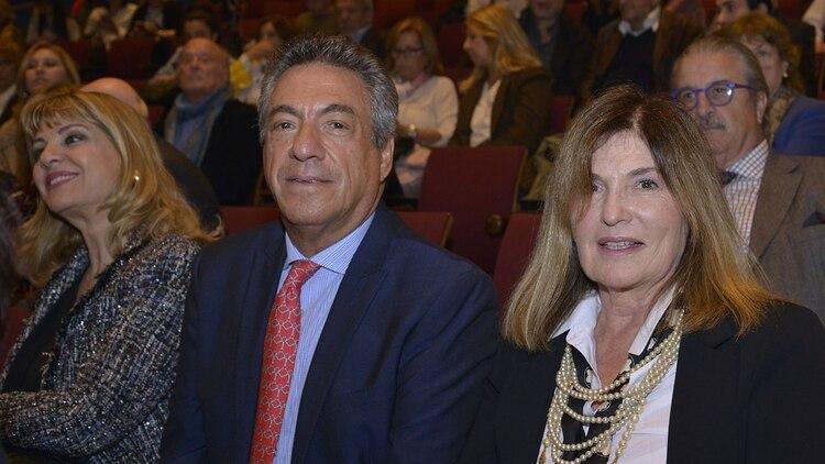 Sofía Neiman junto al productor teatral Dany Mañas y Teté Coustarot