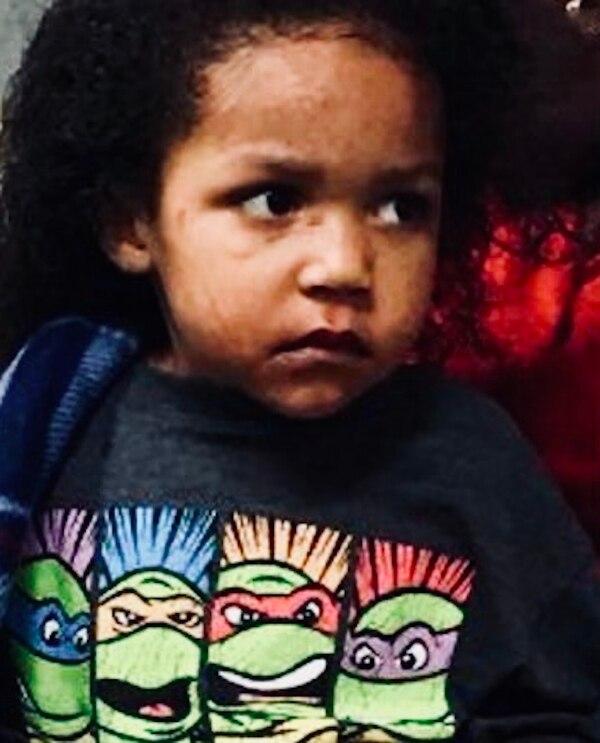 El hermano menor permaneció dentro del carro por cuatro días, amarrado a su silla de bebé