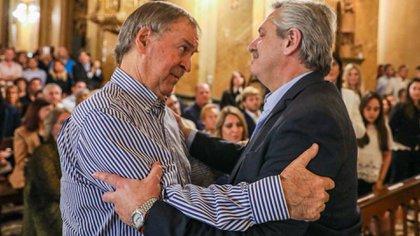 Juan Schiaretti y Alberto Fernández en la misa en homenaje a De la Sota