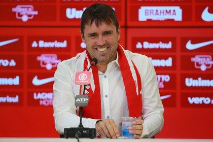 Eduardo Coudet es el entrenador de D'Alessandro en Inter de Porto Alegre (REUTERS/Diego Vara)
