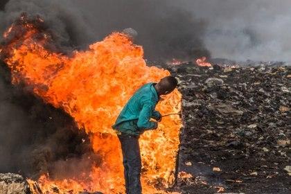 """Una imagen de """"Welcome to Sodom"""", el documental sobre el basurero electrónico más grande del mundo, en Ghana. (welcome-to-sodom.com/Florian Weigensamer & Christian Krönes)"""