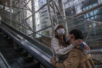 La pandemia podría brindar oportunidades para ayudar a los adolescentes y a los jóvenes adultos a tomar buenas decisiones con respecto a su conducta sexual y social. (Lam Yik Fei/The New York Times)