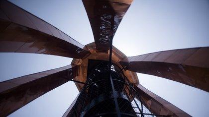 El punto más alto es su espectacular mirador, que ofrece una vista única de 360 grados de sus alrededores (Adrián Escandar)
