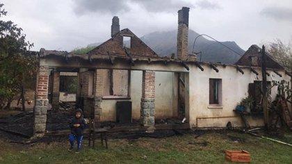 Más de 200 viviendas resultaron afectadas por el fuego (Twitter: @wadodecorrido)