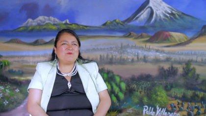 Delia Villasana en frente de un mural pintado por su padre Pablo Villasana en el cortometraje La Nopalera (Foto: Cortesía / Omar González)