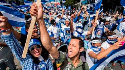 Los exiliados nicaragüenses en Costa Rica son una comunidad muy activa y organizada. Esta es una de las muchas marchas que han realizado San José. (AFP)