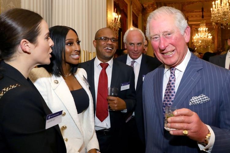 Una de las más recientes apariciones públicas del príncipe, en una recepción en Londres el 9 de marzo (Reuters)