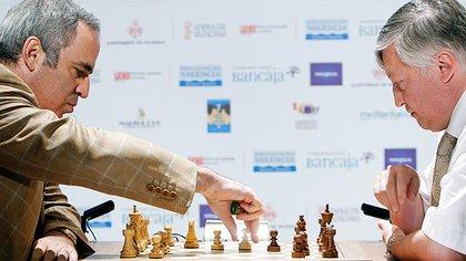 Desde que empezaron a competir en 1984, Kasparaov y Karpov envejecieron enfrentándose en el ajedrez y en la política. Hoy son requeridos para charlas y presentaciones en distintos lugares del mundo.